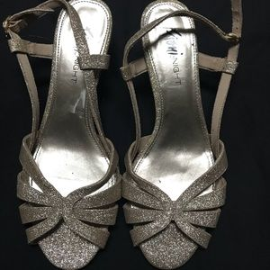 Size 8 sparkling gold low heeled shoes
